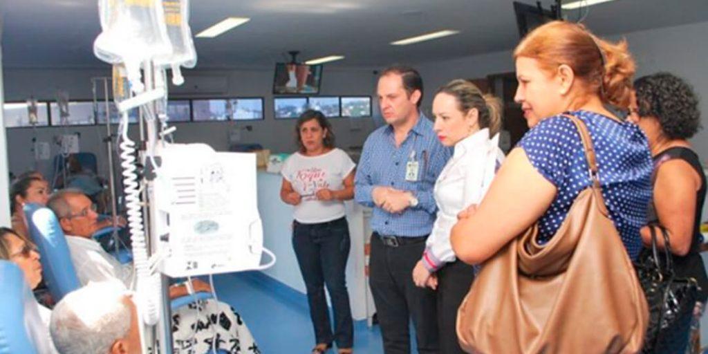 Delegada Adriana Accorsi e as assessoras Sueli e Geralda Ferraz estiveram na Associação de Combate ao Câncer em Goiás, quando foram recebidas pelo diretor da entidade, o médico Alexandre João Meneghini, que apresentou toda a estrutura da associação e o Hospital Araújo Jorge.