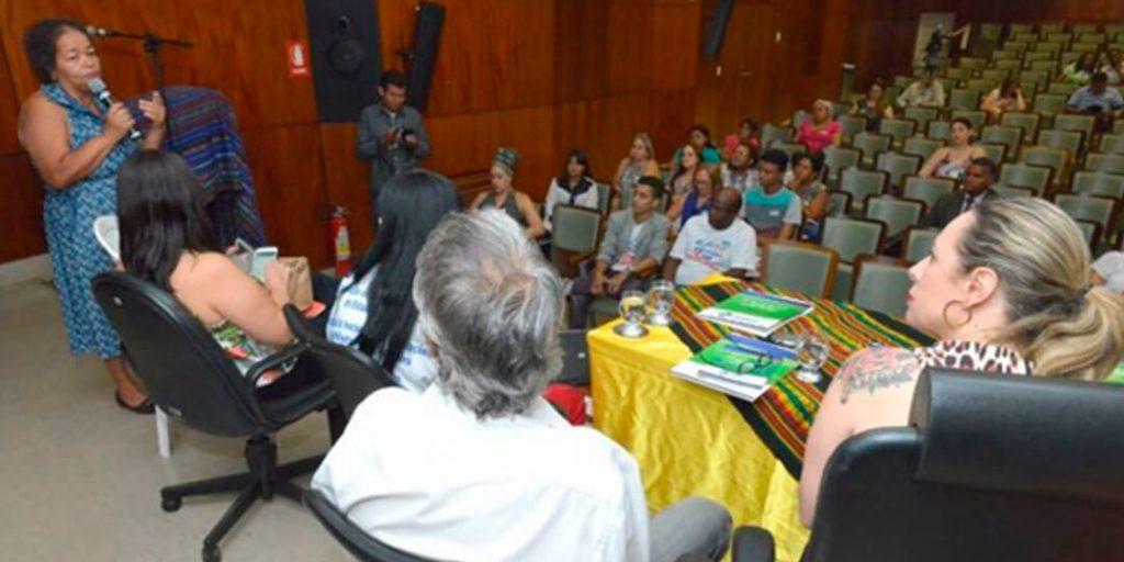 O evento reuniu representantes de associações ligadas ao setor da saúde pública e assistência social e também pessoas com o traço falciforme e portadores da doença.