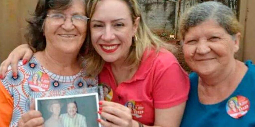 Atenta às questões sociais e demográficas de Goiás, a deputada estadual Delegada Adriana Accorsi apresentou projeto de lei, nesta terça-feira, 17/02, que incentiva a profissão de cuidador de idoso e dá o seu devido reconhecimento, por meio de política estadual.