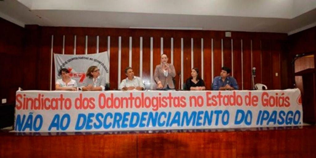 Na tarde desta terça-feira, 4, a deputada estadual Delegada Adriana Accorsi (PT), realizou audiência pública em parceria com o Sindicato dos Odontologistas no Estado de Goiás (Soego), para discutir a decisão do Ipasgo em realizar o descredenciamento de todos os profissionais conveniados à instituição