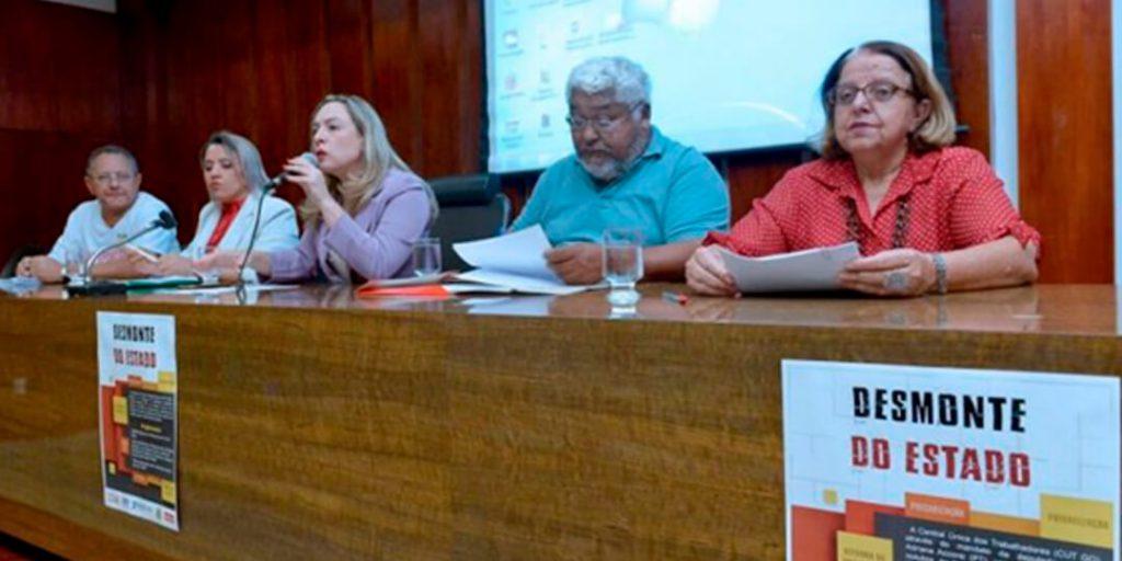 A deputada Delegada Adriana Accorsi realizou audiência pública na manhã desta segunda-feira, 9, no Auditório Costa Lima, sobre as reformas e a reestruturação do Estado Brasileiro.