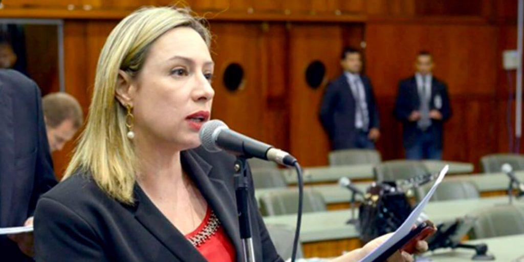 A deputada estadual Adriana Accorsi teve dois projetos de lei de sua autoria aprovados em segunda votação - nº 1433/15 e nº 1974/15 - e outro - nº1711/15 -, em primeira, na sessão ordinária desta quinta-feira, 17/9.