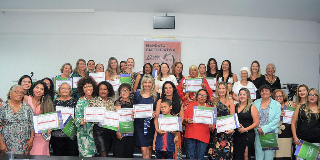 As homenageadas receberam o certificado Mulheres de Luta.