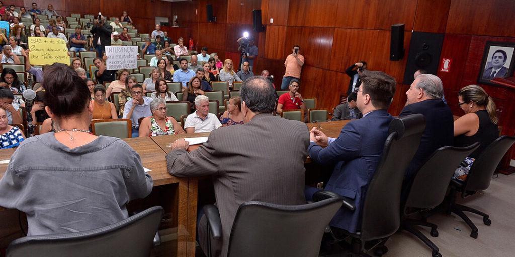 A deputada estadual delegada Adriana Accorsi, realizou na tarde da última quinta-feira, 25, audiência pública com os movimentos de moradia de Goiás.
