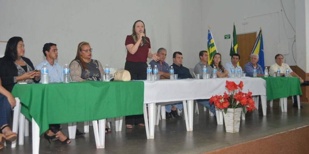Delegada Adriana Accorsi esteve presente na audiência pública pela permanência do campus da UEG de Silvânia e dos outros 14