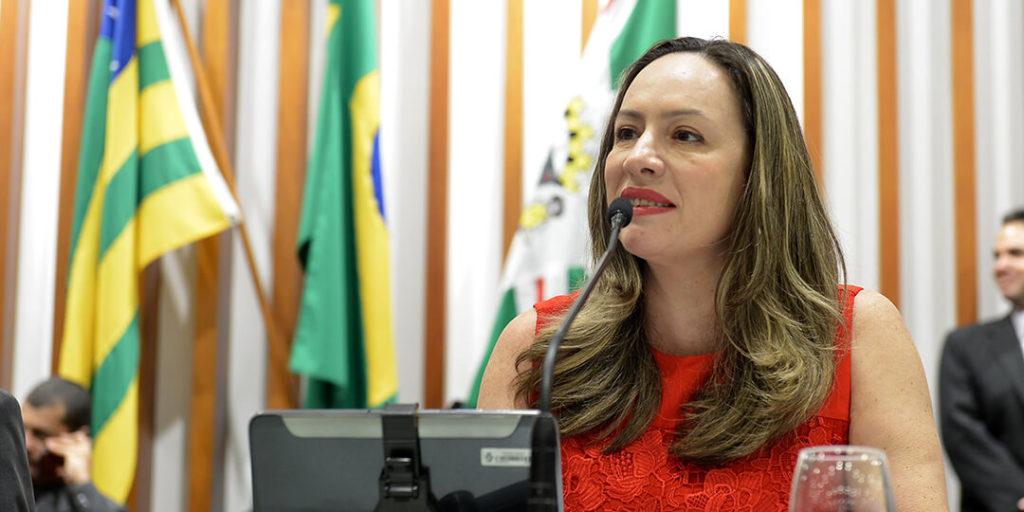 No mês de outubro a deputada estadual Delegada Adriana Accorsi, apresentou vários requerimentos e projetos de lei