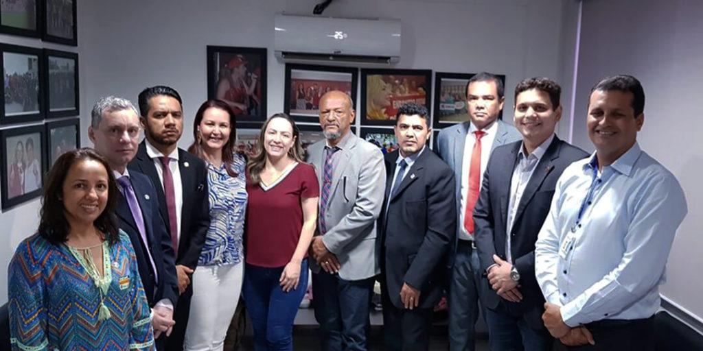 A deputada estadual Delegada Adriana Accorsi, recebeu em seu gabinete, lideranças dos trabalhadores da segurança pública de Goiás