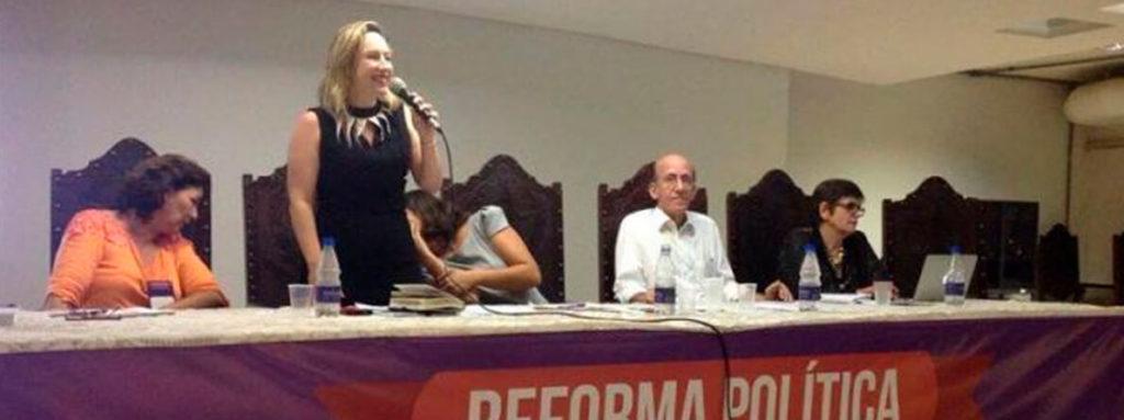Delegada Adriana Accorsi participa de seminário