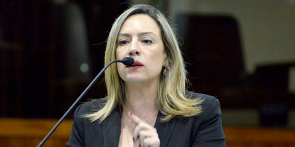 A deputada estadual Delegada Adriana Accorsi apresentou, nesta terça-feira, 20/10, dois requerimentos que atendem às solicitações de moradores do município de Senador Canedo, feitas durante audiência pública, realizada no dia 14 de outubro.