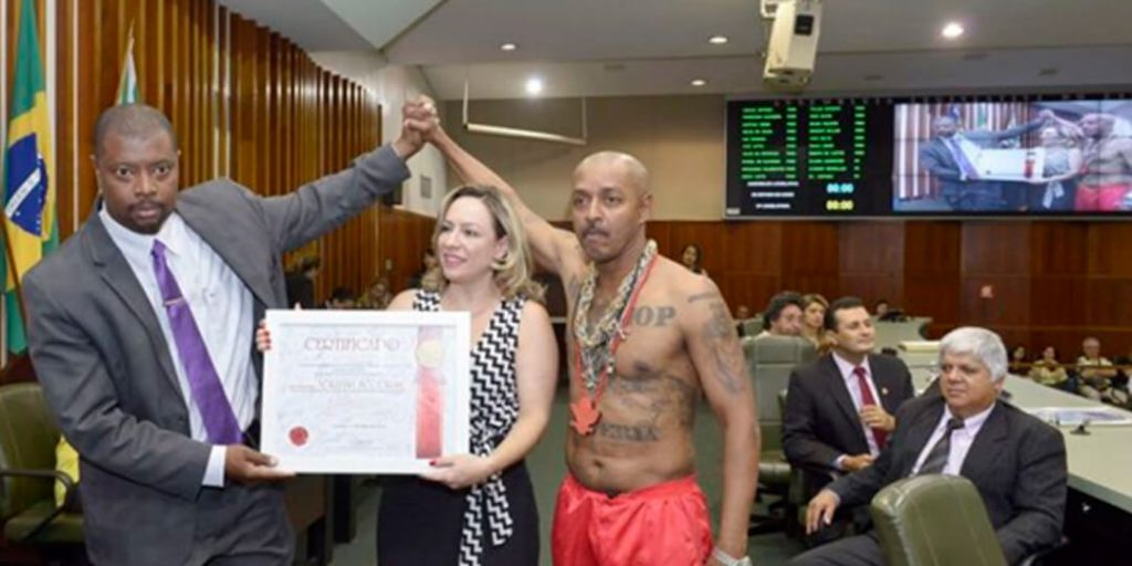 A iniciativa foi da deputada Delegada Adriana Accorsi (PT) e teve lugar no Plenário Getulino Artiaga da Casa.