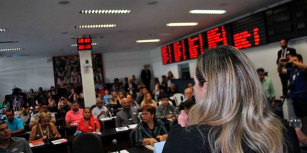 A deputada estadual Delegada Adriana Accorsi (PT) realizou audiência pública para discutir a Reforma da Previdência (PEC-287) e as perdas dos direitos para trabalhadoras e trabalhadores.