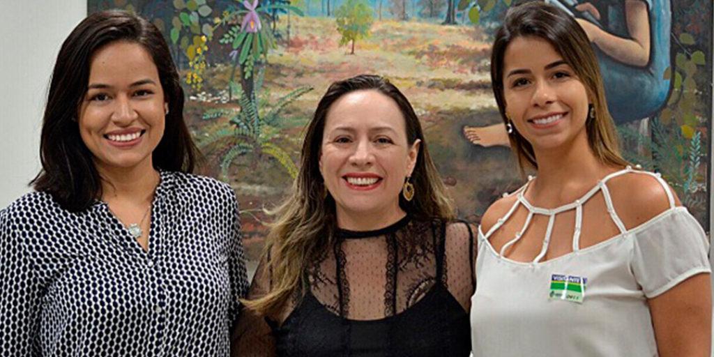 Projeto de Lei que prevê que bares, restaurantes e casas noturnas de Goiânia sejam obrigados a adotar medidas de auxílio a mulheres que se sintam em situação de risco nas dependências desses estabelecimentos.