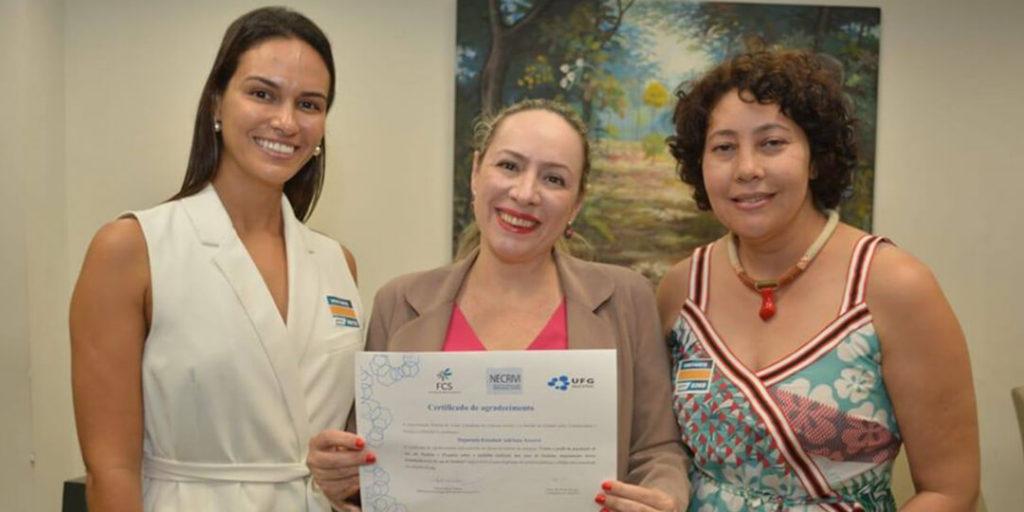 As professoras Simone de Jesus e Najla Frattari foram recebidas pela deputada Delegada Adriana Accorsi no dia 11 de dezembro