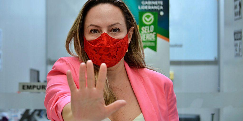 O combate à violência contra a mulher é uma das bandeiras do mandato participativo da deputada estadual Delegada Adriana Accorsi (PT)